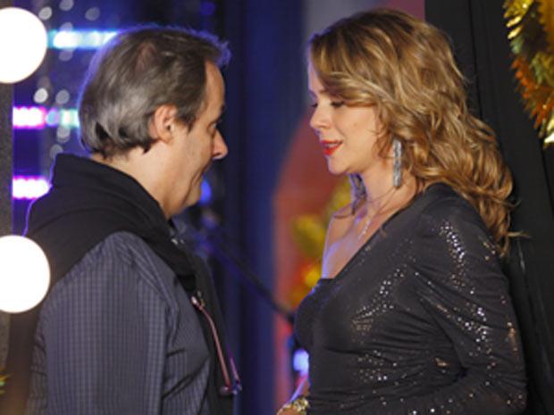 Sidney deseja sorte para a filha (Foto: Cheias de Charme / TV Globo)