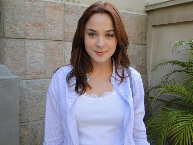 Juliana Lohmann adora os fios vermelhos da personagem Débora (Foto: Malhação / Tv Globo)