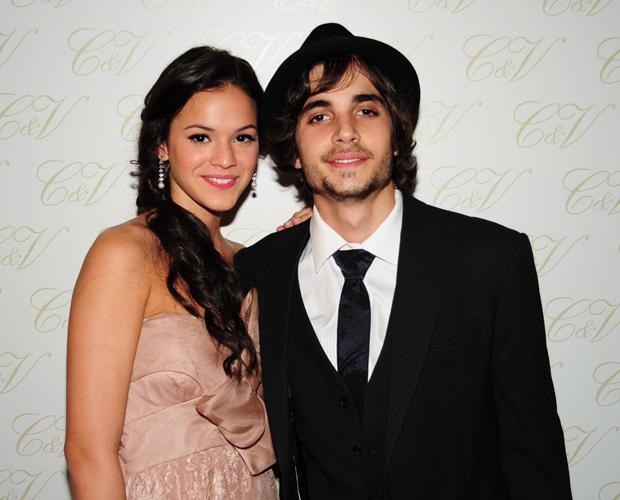 Bruna Marquezine e Fiuk não economizaram no charme (Foto: Aquele Beijo/TV Globo)