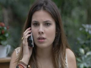 Cristal engana o ex namorado mais uma vez! (Foto: Malhação / Tv Globo)