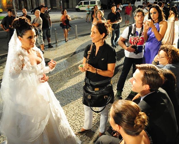 A noiva! Giovanna Antonelli chegou à gravação do casório de Claudia e Vicente