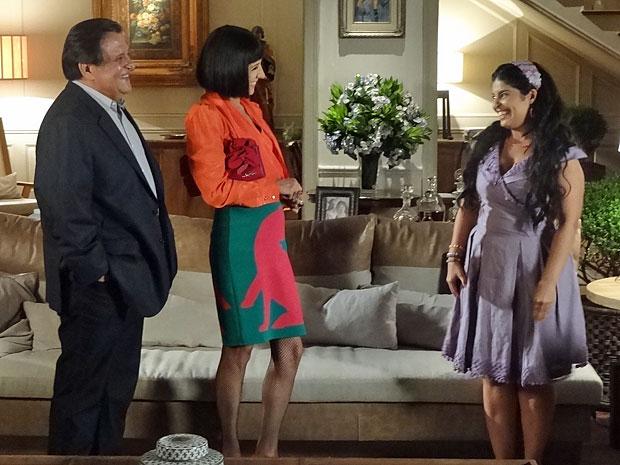 Gracinha fica aliviada ao conhecer Melissa (Foto: Amor Eterno Amor/TV Globo)
