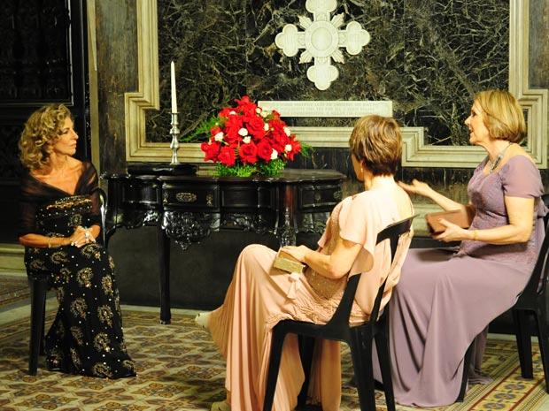 Elegância à flor da pele! Marília Pêra conversou com Nívea Maria e Patrícia Bueno momentos antes de gravar