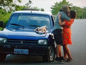 Pedro tasca um beijão em Gracinha (Foto: Amor Eterno Amor/TV Globo)