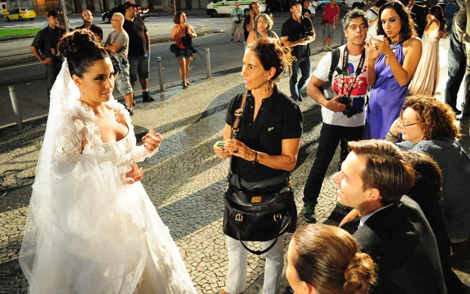 Veja o que rolou nos bastidores do casamento de Claudia e Vicente (Aquele Beijo/TV Globo)