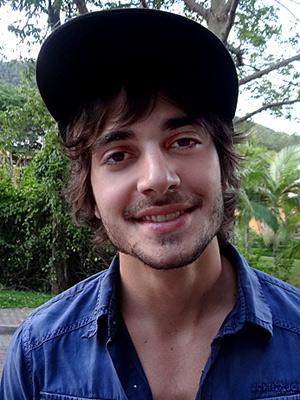 Fiuk conta que pai se divertiu com a ideia (Aquele Beijo/TV Globo)