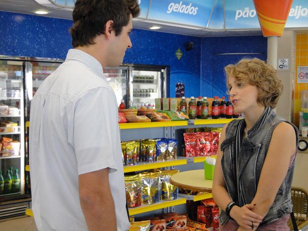 Babi conta que vai viajar. Guido se surpreende com a novidade (Foto: Malhação / TV Globo)