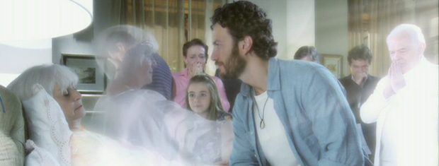 Após a morte, o espírito de Verbena deixou seu corpo e viu Lexor a sua espera (Foto: Amor Eterno Amor / TV Globo)