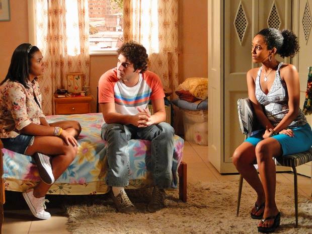 Alana apela para Patrick e convence Penha (Foto: Cheias de Charme / TV Globo)
