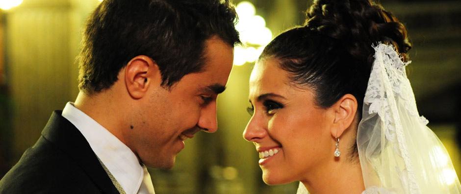 Claudia e Vicente se casam finalmente (Aquele Beijo/TV Globo)