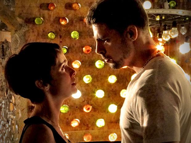 Nina fica surpresa com o pedido de Jorginho (Foto: Avenida Brasil/ TV Globo)
