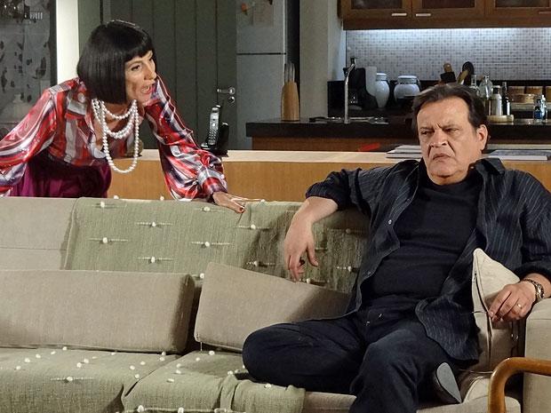 Melissa fica revoltada com a ideia de Rodrigo ter um filho e se casar (Foto: Amor Eterno Amor/TV Globo)