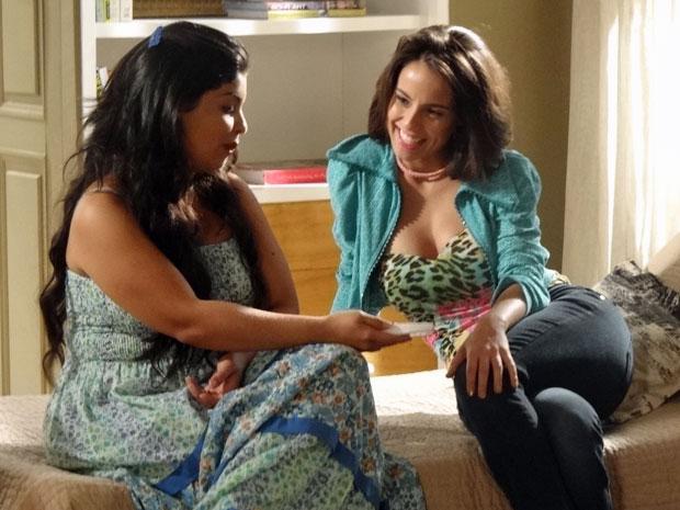 Valéria conta para Gracinha que ela será madrinha de seu filho com o Barão (Foto: Amor Eterno Amor/TV Globo)