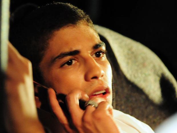 Jefferson liga para Natália para falar sobre o show, em seguida, sofre acidente de carro (Foto: Malhação / Tv Globo)
