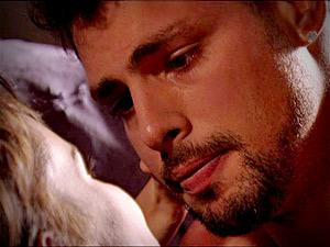 Nina e Jorginho conversam sobre Carminha (Foto: Avenida Brasil/ TV Globo)
