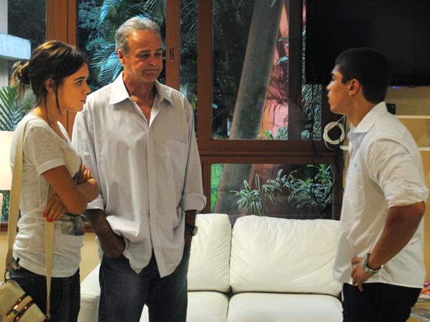 Natália conta para Jefferson que Dieguinho vai para cirurgia (Foto: Malhação / TV Globo)