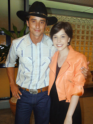 Bia Arantes e Fael nos bastidores (Foto: Malhação / Tv Globo)
