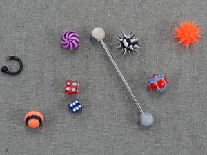 Carmo possui uma coleção de piercings (Foto: Amor Eterno Amor / TV Globo)