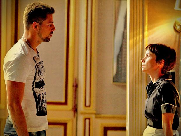 Jorginho promete a Nina que vai terminar tudo com Débora (Foto: Avenida Brasil / TV Globo)
