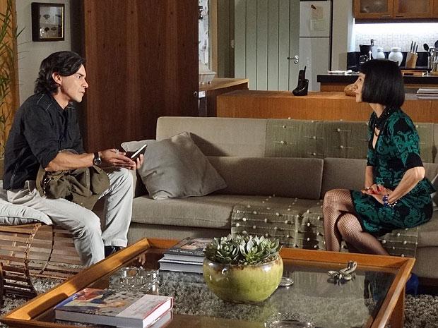 Pedro questiona Melissa sobre o dia do sumiço de Rodrigo (Foto: Amor Eterno Amor/TV Globo)