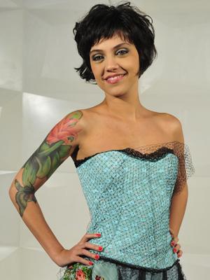 Letícia Persiles tem três tatuagens no braço direito (Foto: Divulgação / TV Globo)