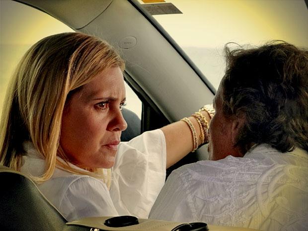 Carminha e Max fecham detalhes do falso sequestro (Foto: Avenida Brasil/ TV Globo)