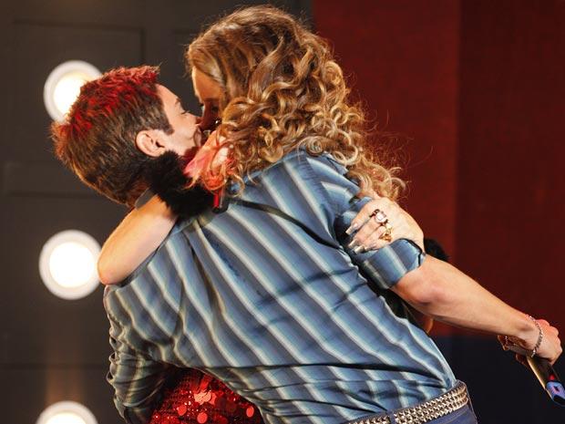 Como um desentupidor de pia, a rainha do forró avança em Fabian (Foto: Cheias de Charme / TV Globo)