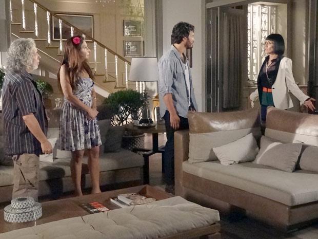 Melissa vai à mansão achando que Valéria perdeu o filho (Foto: Amor Eterno Amor / TV Globo)