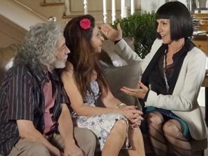 Melissa tenta convencer Carmem a deixar Valéria ficar em sua casa (Foto: Amor Eterno Amor / TV Globo)