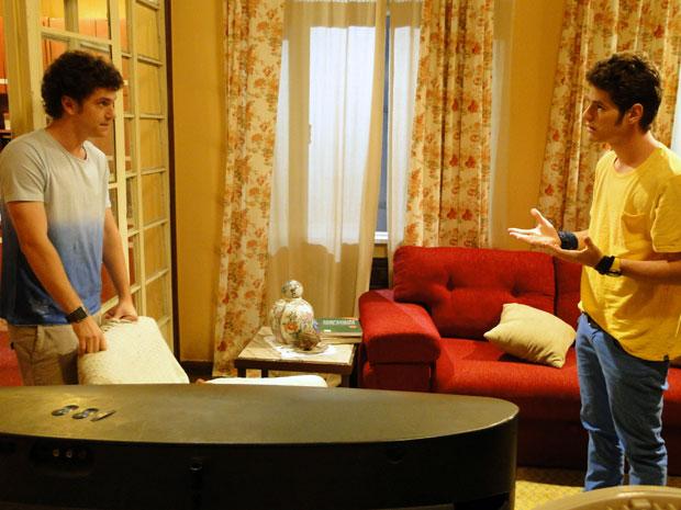 Kiko procura Gabriel e pede ajuda para conquistar a bela Timtim (Foto: Malhação / Tv Globo)