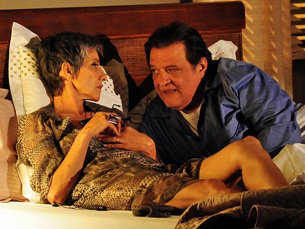Melissa não se cansa de armar seus planos maquiavélicos (Foto: Amor Eterno Amor/TV Globo)