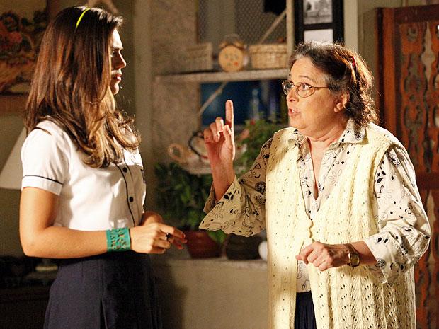 Laís não gosta de ser controlada por Dona Olga (Foto: Amor Eterno Amor/TV Globo)