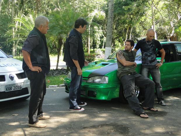 Policial diz que Moisés vai ter que prestar depoimento na delegacia (Foto: Malhação / Tv Globo)