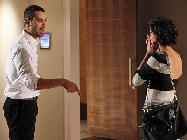 Fernando joga toda sua mágoa na cara de Miriam (Foto: Amor Eterno Amor/TV Globo)