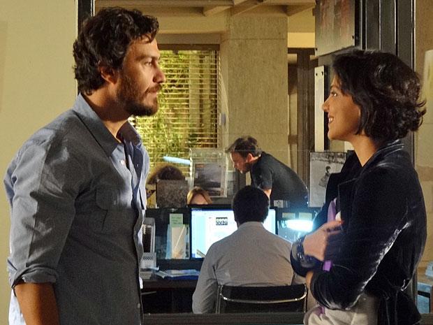 Miriam fica feliz com a visita de Rodrigo (Foto: Amor Eterno Amor/TV Globo)