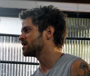 Moisés ameaça gabriel e diz que isso não é assunto dele (Foto: Malhação / Tv Globo)