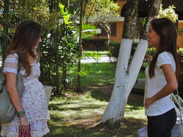 Natália fica surpresa ao ver Cristal (Foto: Malhação / Tv Globo)