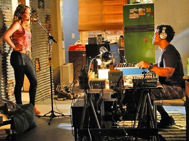 Kleiton avalia Rosário (Foto: Cheias de CHarme/ TV Globo)