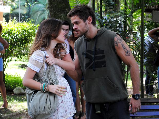 Moisés faz ameaças, mas Cristal não se abala (Foto: Malhação / TV Globo)