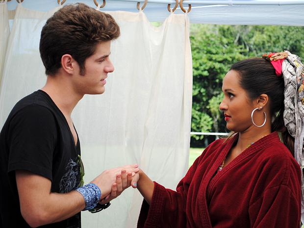 Kiko se declara para Timtim, mas ela não leva a sério (Foto: Malhação / TV Globo)