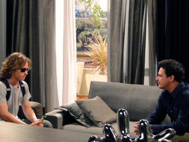 Filipe conversa com fabiano sobre namoro com Isabela (Foto: Malhação / Tv Globo)