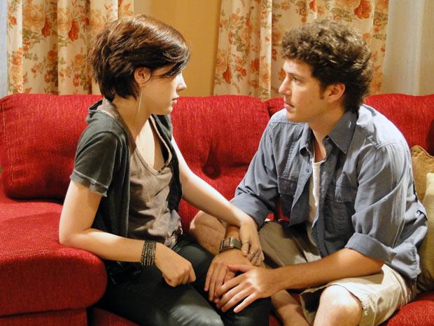 Alexia diz que não tem mais solução e o jeito é contar a verdade para Cristal (Foto: Malhação / Tv Globo)