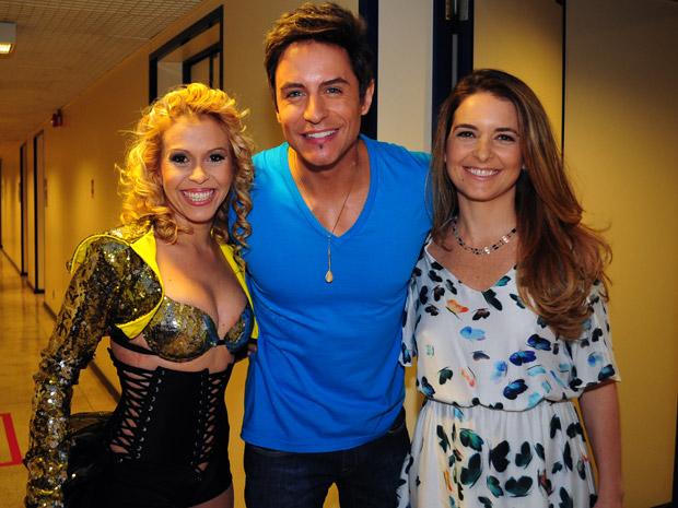 Joelma vai subir no palco com Claudia Abreu e Ricardo Tozzi (Foto: Cheias de Charme/TV Globo)