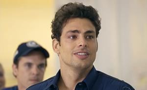 Danilo comemora vitória sobre drogas e se dedica a trabalho com Sinval e Gerson (Passione / TV Globo)
