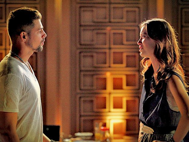 Débora fica desesperada quando Jorginho confirma que tem outra mulher (Foto: Avenida Brasil/ TV Globo)