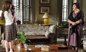 Salomé vive de favor na casa de Natália e é obrigada a cuidar do filho de Celeste (Morde e Assopra / TV Globo)