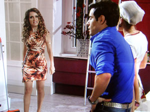 Chayene pega conversa de Fabian e Rosário (Foto: Cheias de Charme/TV Globo)