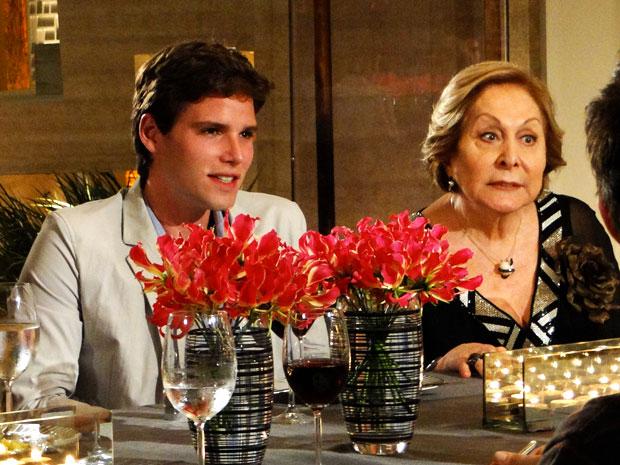 Conrado e Máslova (Foto: Cheias de Charme/TV Globo)