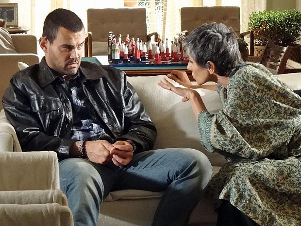 Melissa manipula Fernando de olho em sucesso de seu plano (Foto: Amor Eterno Amor/TV Globo)