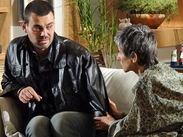Fernando teme um envolvimento entre Miriam e Rodrigo (Foto: Amor Eterno Amor/TV Globo)